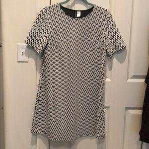 Short sleeved mini dress